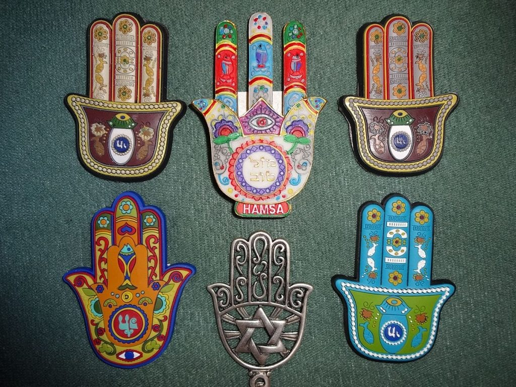 Hamsa Hands - 10 best lucky charms for gamblers - Translation Royale